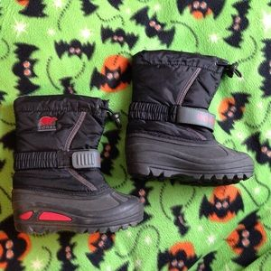 SOREL BOY'S SIZE 10 BLACK AND RED SNOW BOOTS